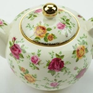 ROYAL ALBERT OLD COUNTRY ROSE LARGE TEA POT. NWT